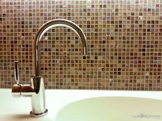 B2 Hotel Bathroom