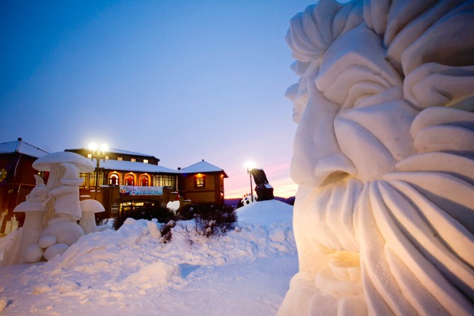 Lake Geneva WI Snow Sculpting Competition