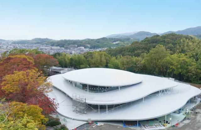 芸術と自然が調和する新校舎