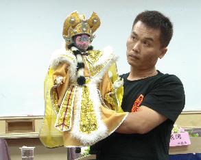 南華大學文創產業研討會 長義閣掌中劇團以布袋戲變臉秀結合傳統與創新-人間通訊社