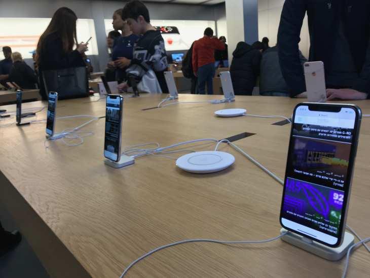 אייפון 10 בתצוגה