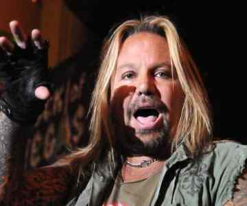 Motley Crue's Vince Neil strikes a deal to avoid jail time in battery case…