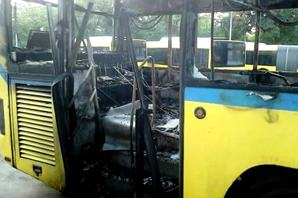 Potpuno izgoreo autobus 105L na Ovčanskom putu (foto)-2015