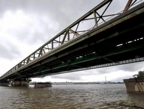 Kamion pao sa Pančevačkog mosta