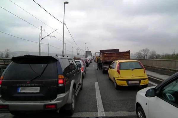 Lančani sudar tri kombija i tri automobila na Pančevačkom mostu