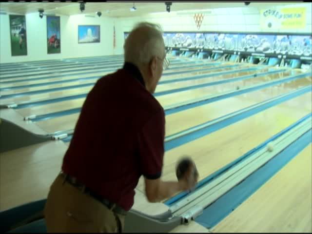 Man Bowls on 99th Birthday_30249383-159532