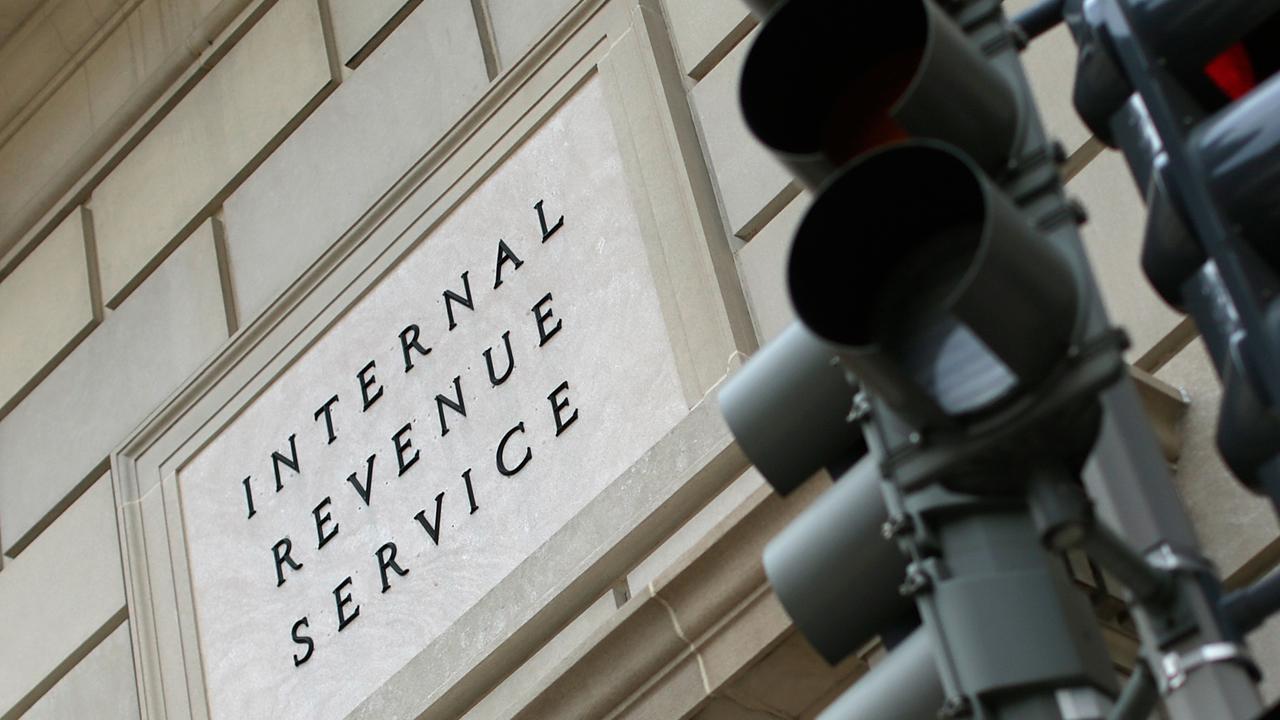 IRS Internal Revenue Service building sign-159532.jpg44934349