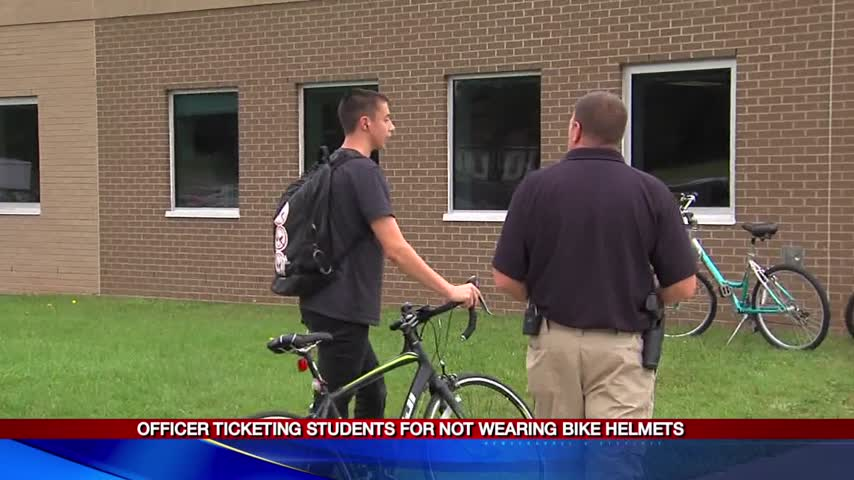 Officer ticketing students for not wearing bike helmets_34251019