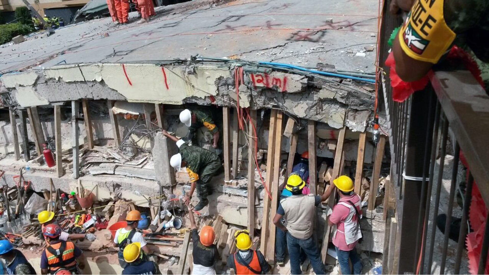Mexico City earthquake Enrique Rebsamen School rescue-159532.jpg86905667