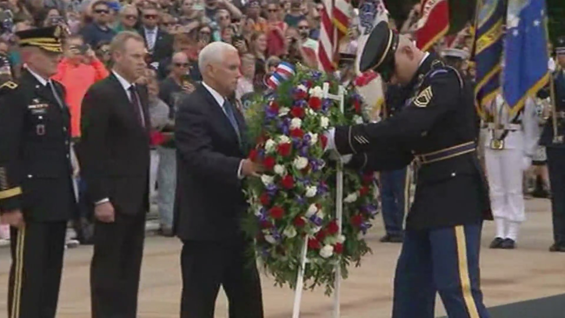 Vice_President_lays_wreath_at_Tomb_of_Un_0_20190527161456