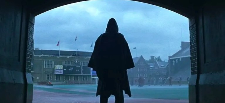 David Dunn (Bruce Willis) in una scena del film - Unbreakable