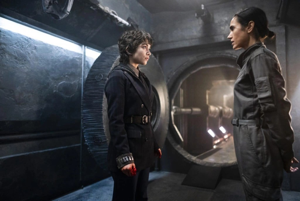 Jennifer Connelly e Rowan Blanchard in Snowpiercer 2