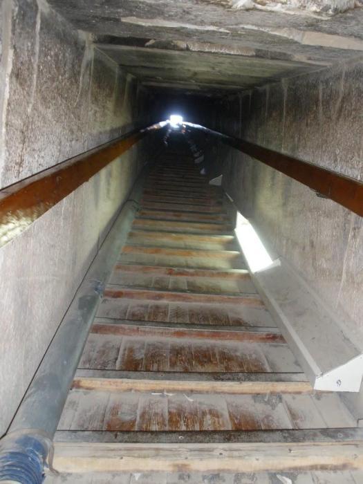 Dentro de la pirámide de Darshur