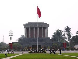 800px-Ho_Chi_Minh_Mausoleum_2006