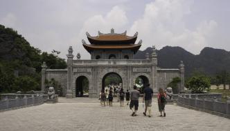 Excursión a Hoa Lu y Tam Coc