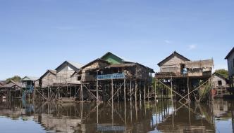 En el lago Tonlé Sap y los últimos templos