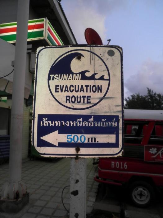 Cartel sobre qué hacer en caso de Tsunami