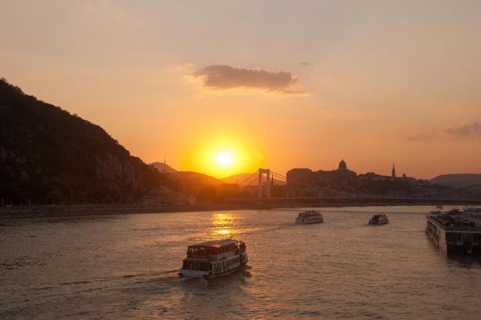 Atardecer sobre el Danubio