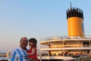 La familia de Los Viajes de Paco, Vero y Helia en el crucero por Oriente Medio