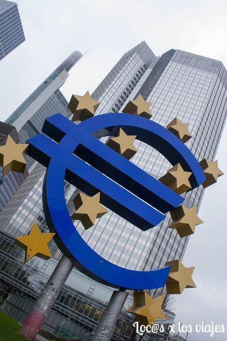 Símbolo del Euro en Frankfurt