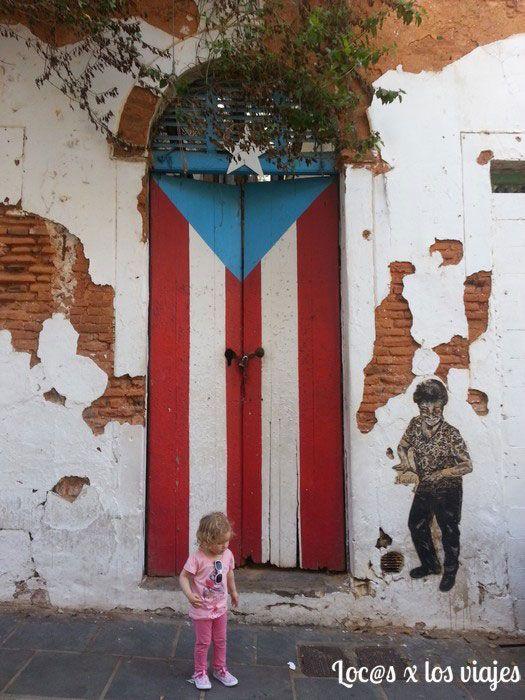 Puerta con bandera de Puerto Rico