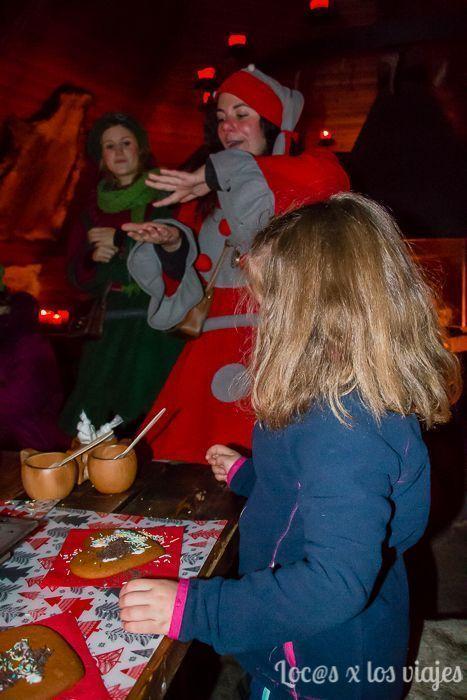 Decorando galletas en Joulukka