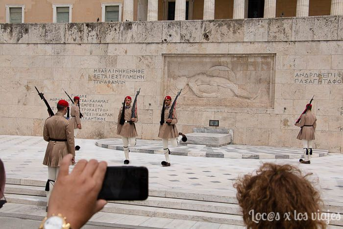 Atenas: Cambio de guardia en la plaza Sintagma