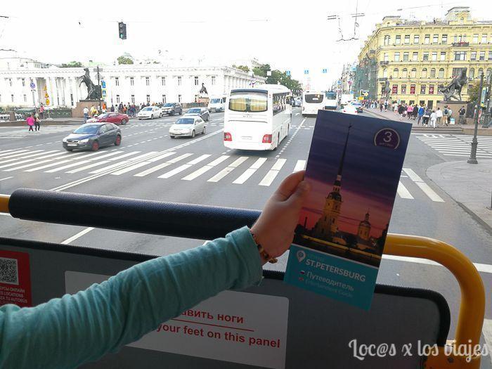 En el bus turístico con nuestras Saint Petersburg CityPass