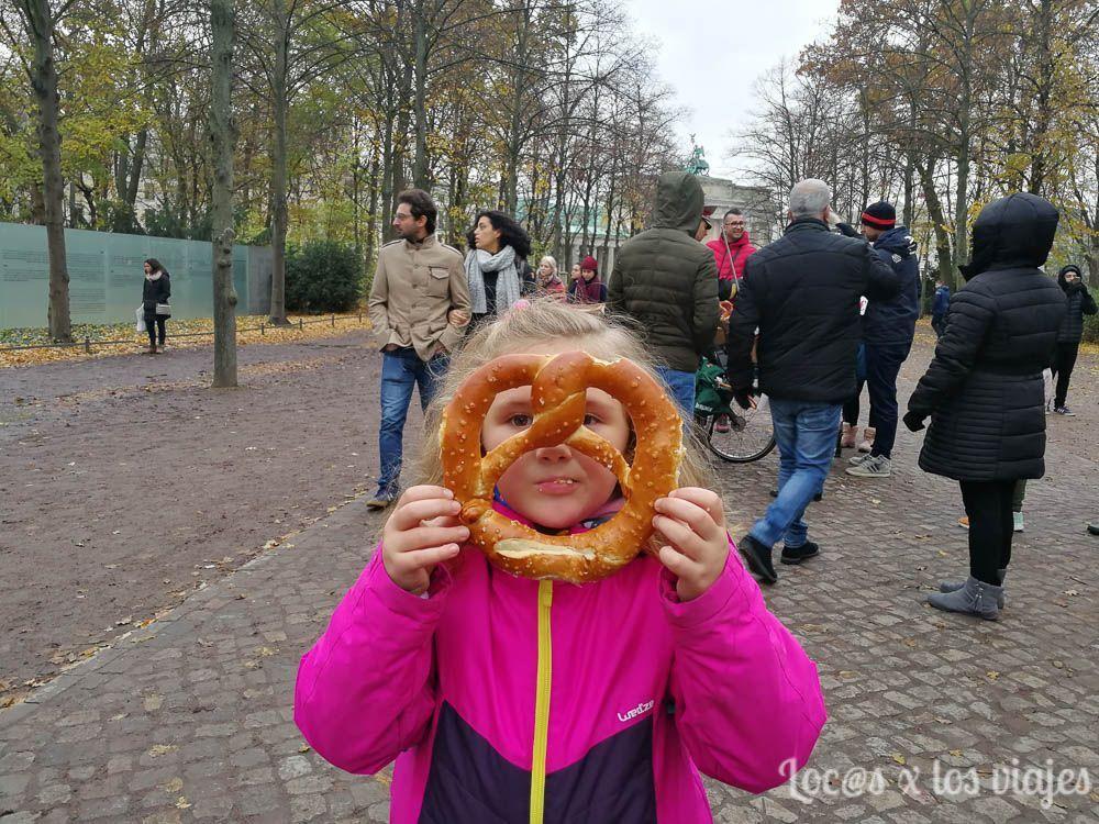 Berlín con niños: con un pretzel