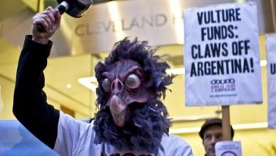 Protestactie aan het kantoor van NML Capital op 26 februari 2013 'Aasgierfondsen, klauwen af van Argentinië'