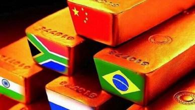 Goudstaven met de vlaggen van de vijf BRICS-staten
