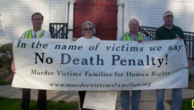 Elizabeth Brancato betoogt in 2005 samen met medestrijders tegen wat de laatste executie in de staat Connecticut is geworden