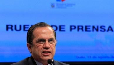 Ricardo Patiño, minister van buitenlandse zaken van Ecuador, licht tijdens een persconferentie in de hoofdstad Quito op 15 augustus 2012 de beslissing toe van zijn regering om politiek asiel te verlenen aan Julian Assange