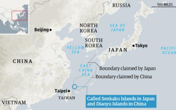Senkaku-eilanden? Diaoyu-eilanden? Een naam geven is een standpunt innemen. Aan de hand van de lijnen die de opgeëiste EEZ afbakenen kan je zien hoe belangrijk een paar rotsen in zee kunnen zijn