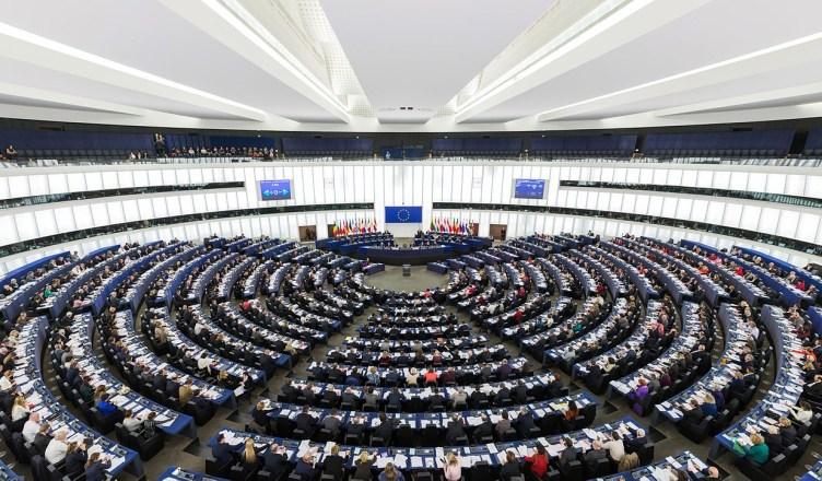 De plenaire zaal van het Europees Parlement in Straatsburg. De Europese instellingen hebben nog steeds twee exemplaren van alle voorzieningen, in Straatburg en Brussel