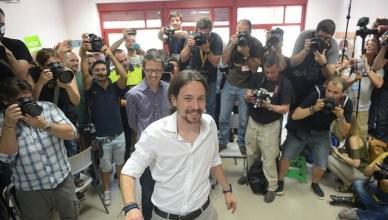 Pablo Iglesias in stemlokaal