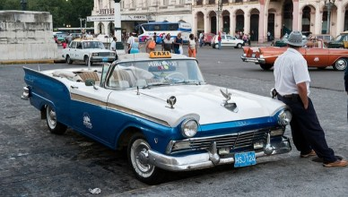 Een Ford Fariline van de jaren 1950 in de Cubaanse hoofdstad Havan