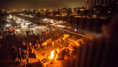 Betogers blokkeren de toegang naar de luchthaven Guarulhos van São Paulo