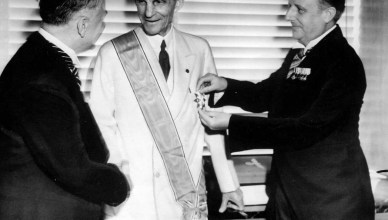In 1938 eerde Adolf Hilter de Amerikaanse autofabrikant Henry Ford