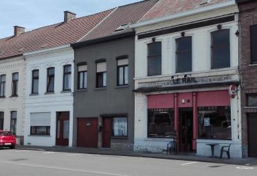 Café 'Le Rail' heeft betere tijden gekend op het stationsplein van Quiévrain