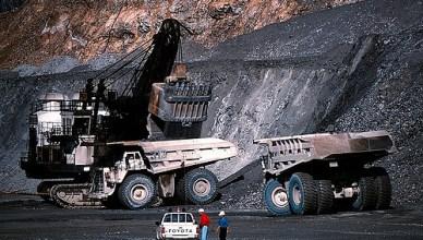 Open mijnbouw zoals in deze mijn van het Amerikaanse mijnbouwbedrijf Freeport McMoRan in Indonesië is enorm winstgevend. Deze mijnen zijn daarnaast ook verantwoordelijk voor enorme lucht- en watervervuiling en massale ontbossing. BNP Paribas investeert in dit bedrij