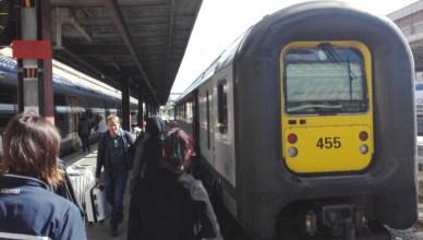 Zelfrijdend treinstel 455 (type AM96) staat klaar in het Franse station Lille-Flandre voor de terugreis naar Antwerpen-Centraal
