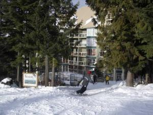 Woodrun Lodge -  True Ski-in Ski-out Photographs