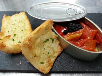 piquillos con caviar de anchoa