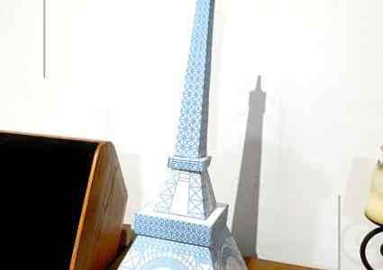 Une tour Eiffel pour Charlie
