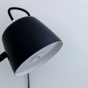 loevschall A/S, loevschall, noir, noir lampe, noir light, sengelampe, light, LED, lamp, lys, lampe, stuen, stue, living room, black, white, CRI, Ra, sort, hvid, væglampe, væg, wall light, wall