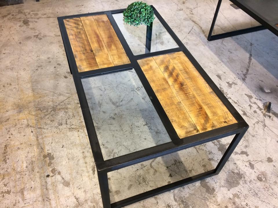 Table basse plateau verre style industriel