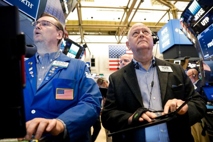 [NEWS] Wall Street drops as Trump comments fan trade worries – Loganspace AI
