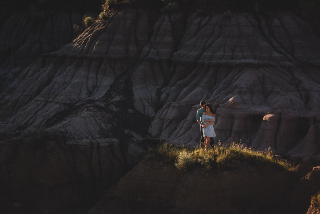 drumheller-engagement-mountain-close