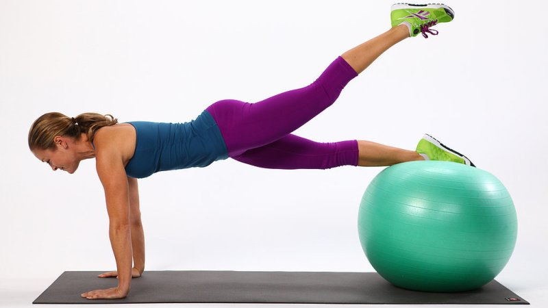 12 Simple Ways On How To Enlarge Your Hips Naturally